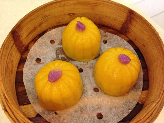 Red bean-filled pumpkin dessert