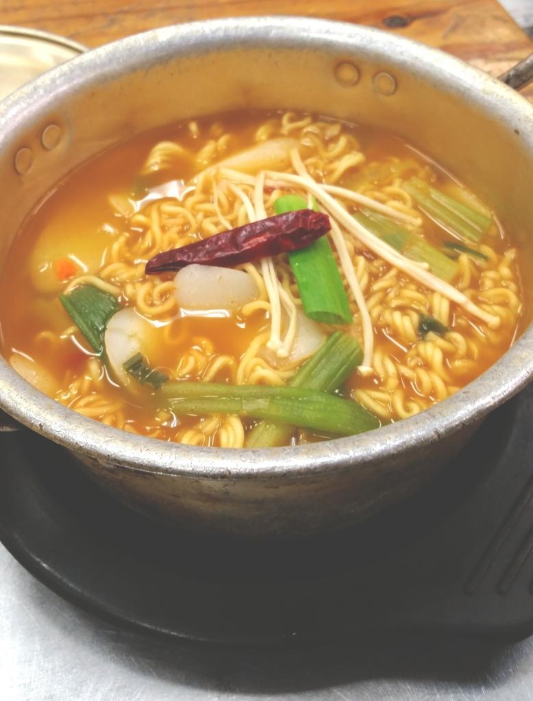 Manna Lotte's fish cake ramen noodles
