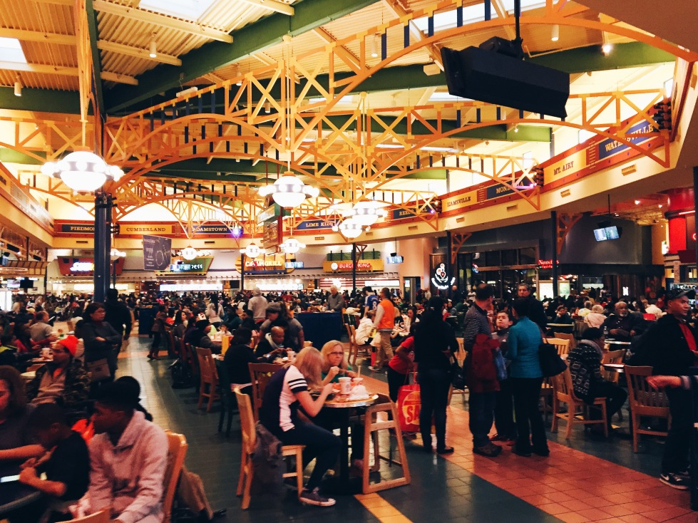 Post-Christmas crowds at Arundel Mills food court