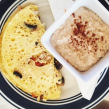 Omelet and amazing cinnamon-sprinkled oatmeal at Ciqala