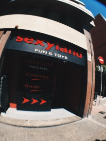 Passing by Sexyland on the way to La Pepita