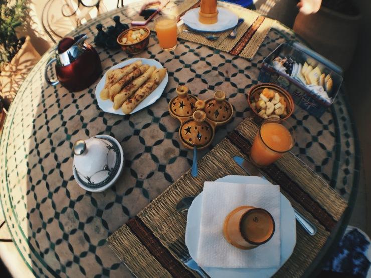 Rooftop terrace breakfast at Riad Bonheur