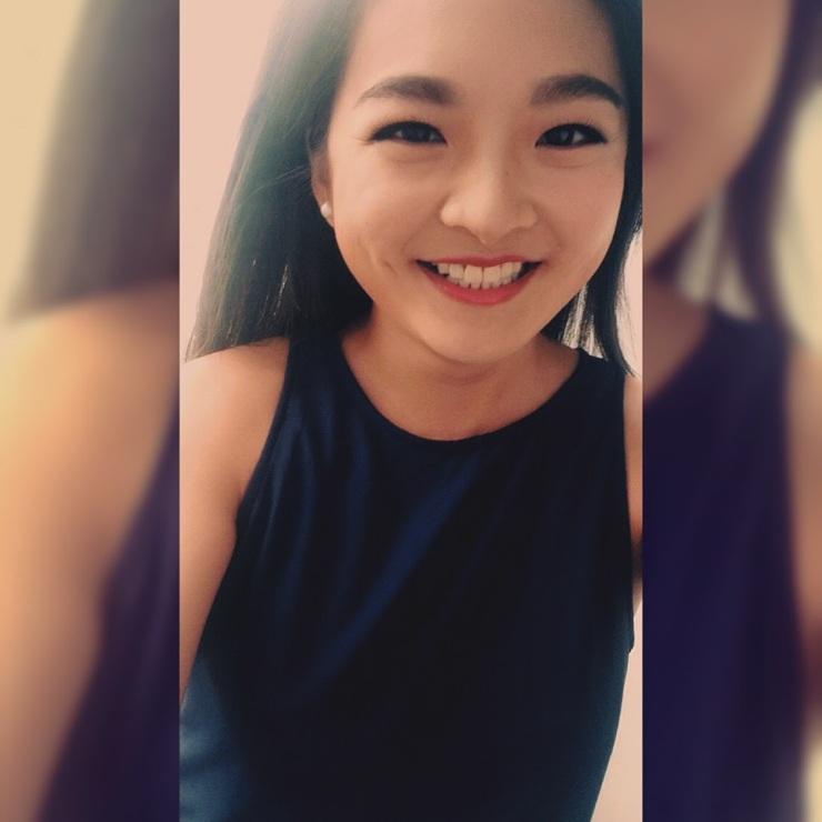 Guangdong TV news anchor selfie
