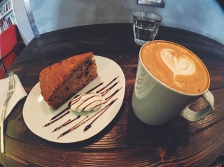 Nichi Nichi Taipei banana bread and hazelnut latte