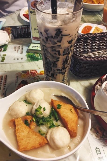 HK Tsui Wah Restaurant fish cake noodles