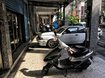 The streets in Tainan aren't very walkable, thanks to all the cars and motorbikes blocking the sidewalks.